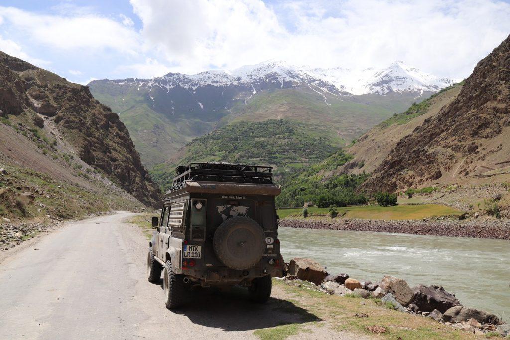 Offroad-Reise Pamir Highway - Pandj-Flus zwischen Tadjikistan und Afghanistan.