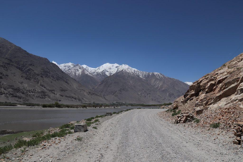 Offroad-Reise Pamir Highway - Weiterfahrt durch das Wakhan Tal.