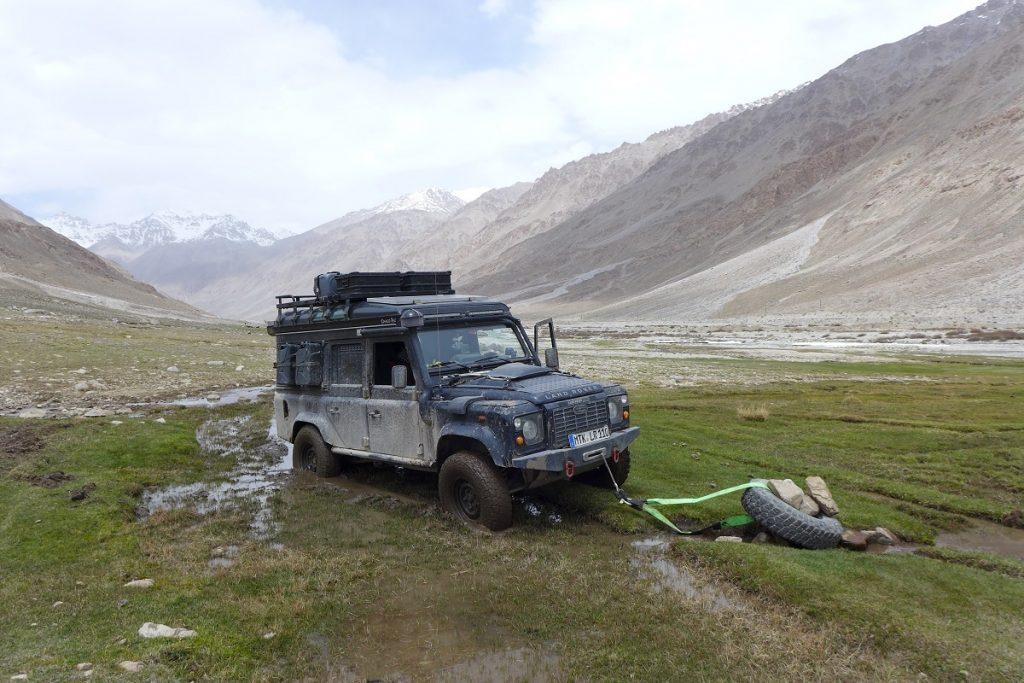 Offroad-Reise Pamir Highway - Bergeaktion auf rund 4.000 m Höhe.