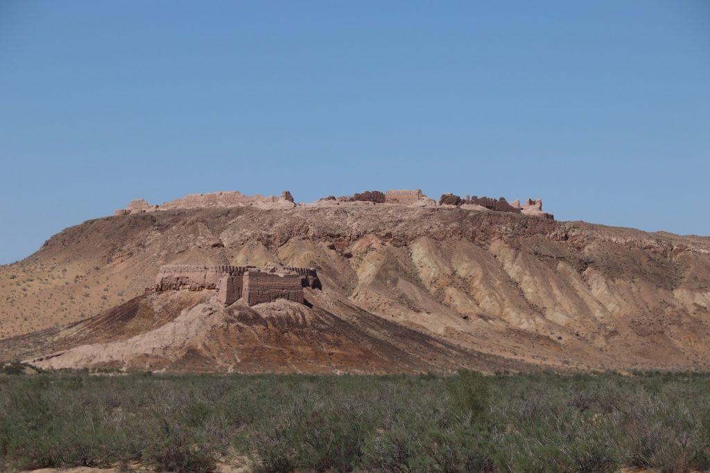 Offroad-Reise Pamir Highway - Ausgrabungsstätte antiker Städte.