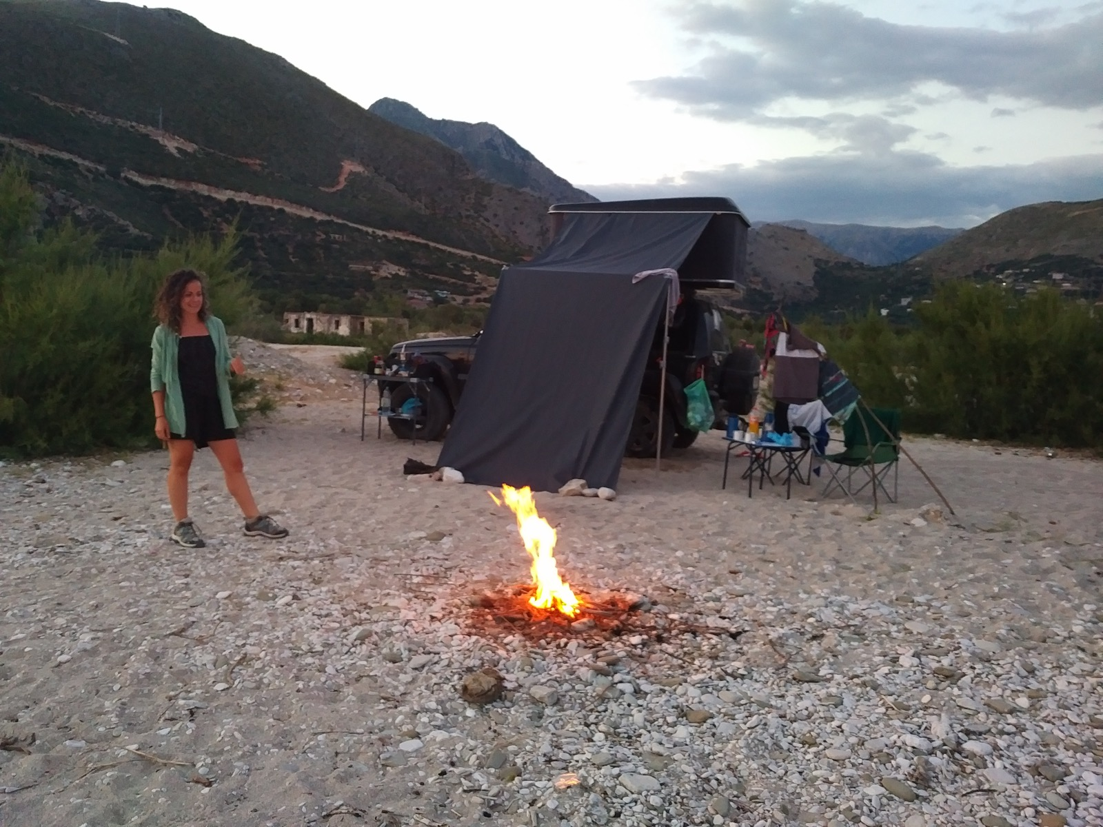 Camplife deluxe am Strand von Borsh inklusive Lagerfeuer