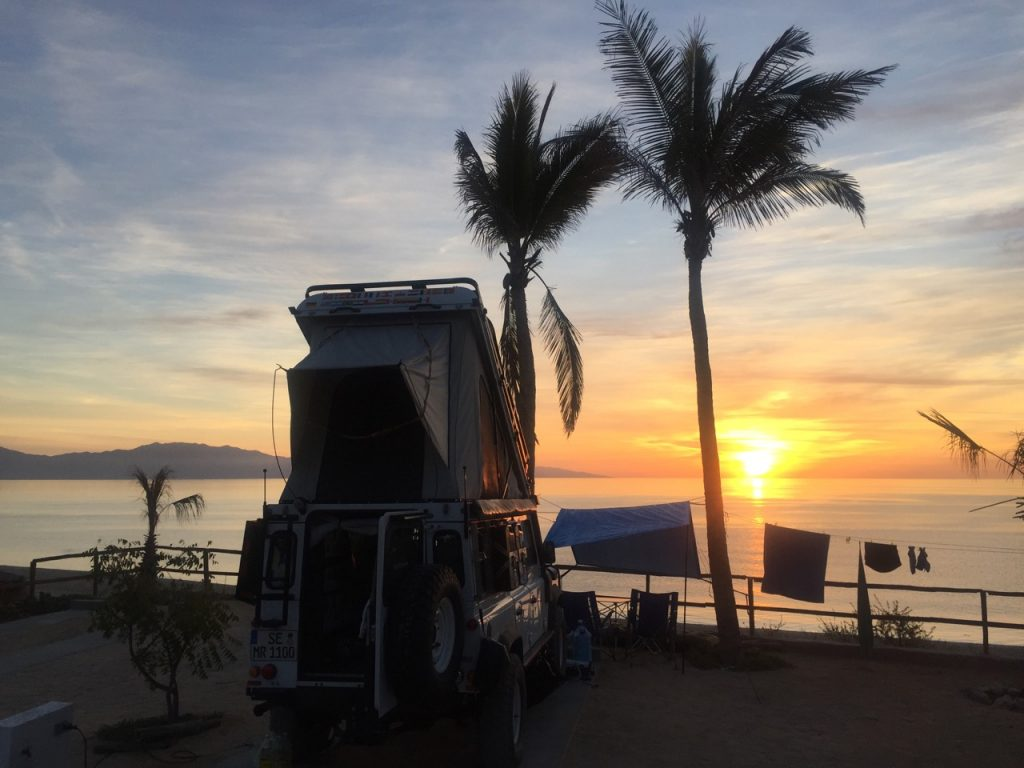 Reisen in Nordamerika - Camping unter Palmen auf der Baja California.
