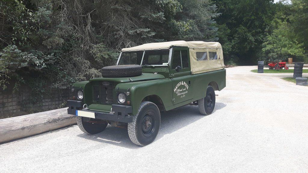 Land Rover Serie IIa mit Naviton Beschichtung.
