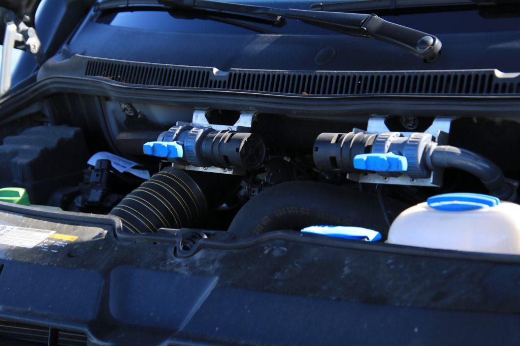 Ein Bulli für das Grobe - Alles wasserdicht: Die Absperrventile für Standheizung und Zuheizer sind bei Wasserdurchfahrten manuell vom Motorraum aus zu verschließen.