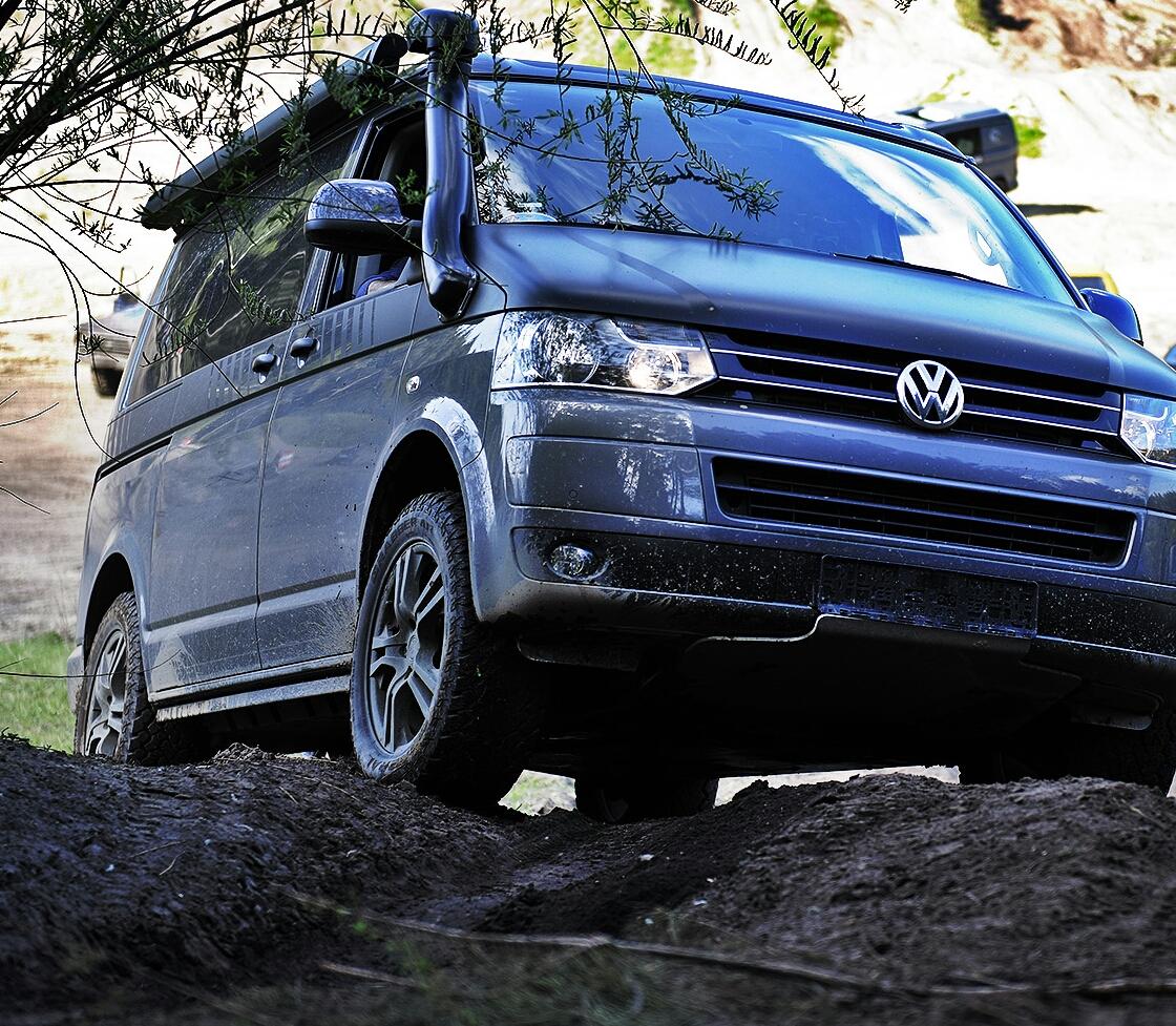 VW Bus T5 - Model: Auch im Gelände steht er immer 1a da.