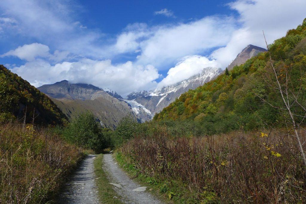 Offroad in Georgien - Auf der wunderschönen Bergstrecke nach Ushguli.