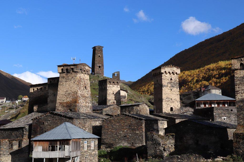 Offroad in Georgien - Svanetische Wehrtürme aus Zeiten lang vor unserer Zeit.