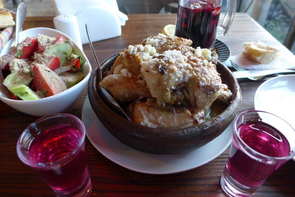 Offroad in Georgien - Die äußerst schmackhafte georgische Küche lädt zum Schlemmen ein.
