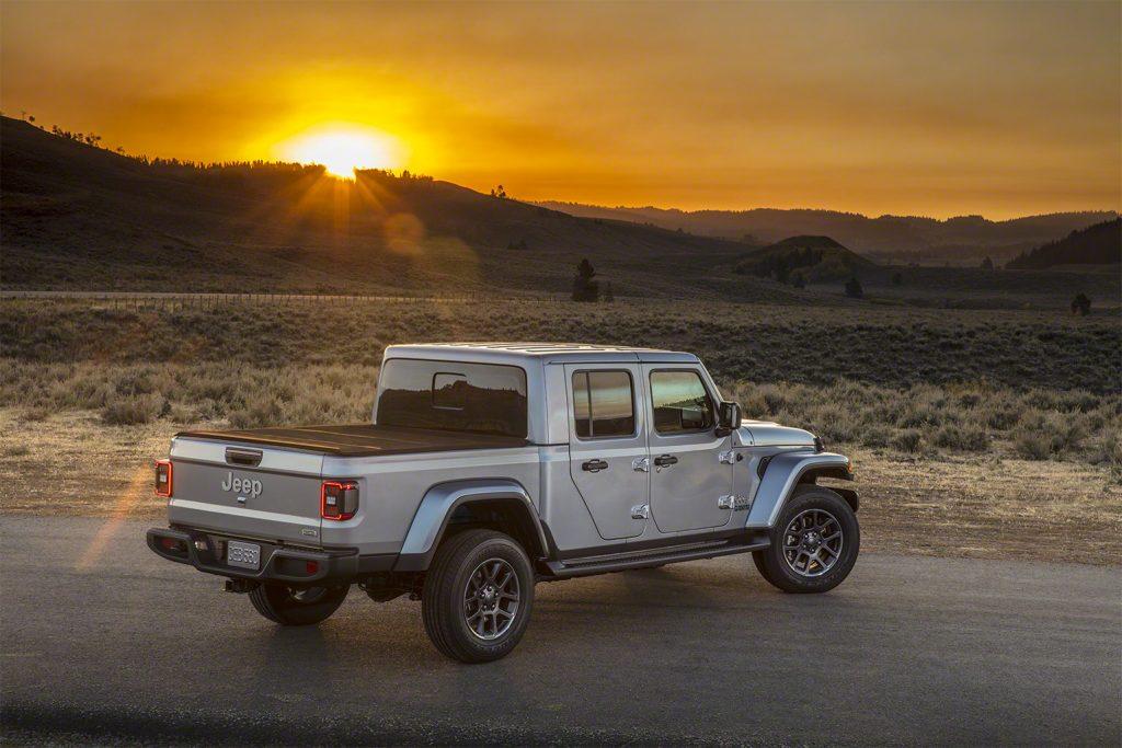 Jeep Gladiator - Hardtop mit Laderaumabdeckung.