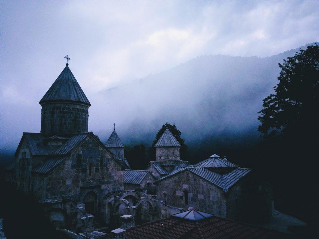 Offroad-Overlanding-Weltreise mit Kindern - Orthodoxes Kloster, Nordarmenien.