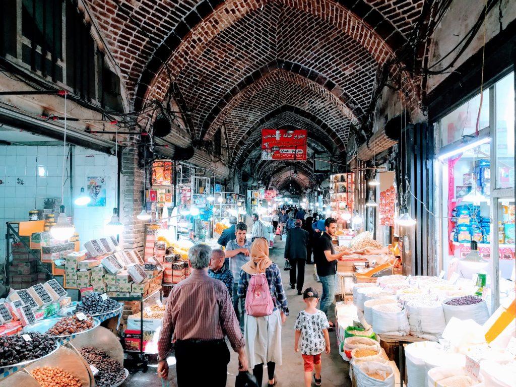 Offroad-Overlanding-Weltreise mit Kindern - Shoppingtour auf dem Bazaar von Täbris, Iran.
