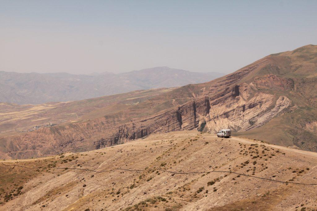 Offroad-Overlanding-Weltreise mit Kindern - Schotterpisten im Elburs-Gebirge, Iran.
