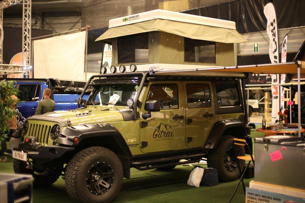 DIMA4x4 - Jeep Wrangler mit Hartschalendachzelt.