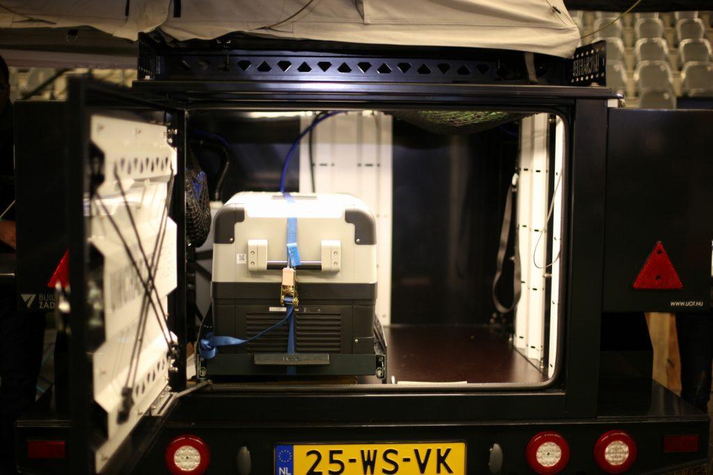 DIMA4x4 - Im Inneren Auszüge und Stauraum.