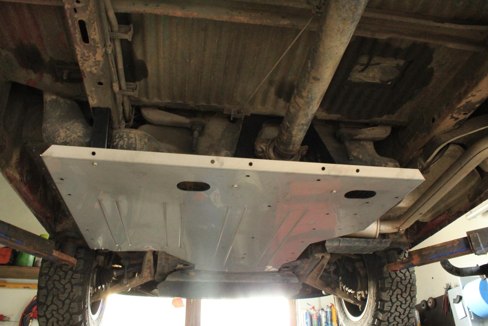 G:part Fahrzeugzubehör - VW Bus T4 Tank-Unterfahrschutz.