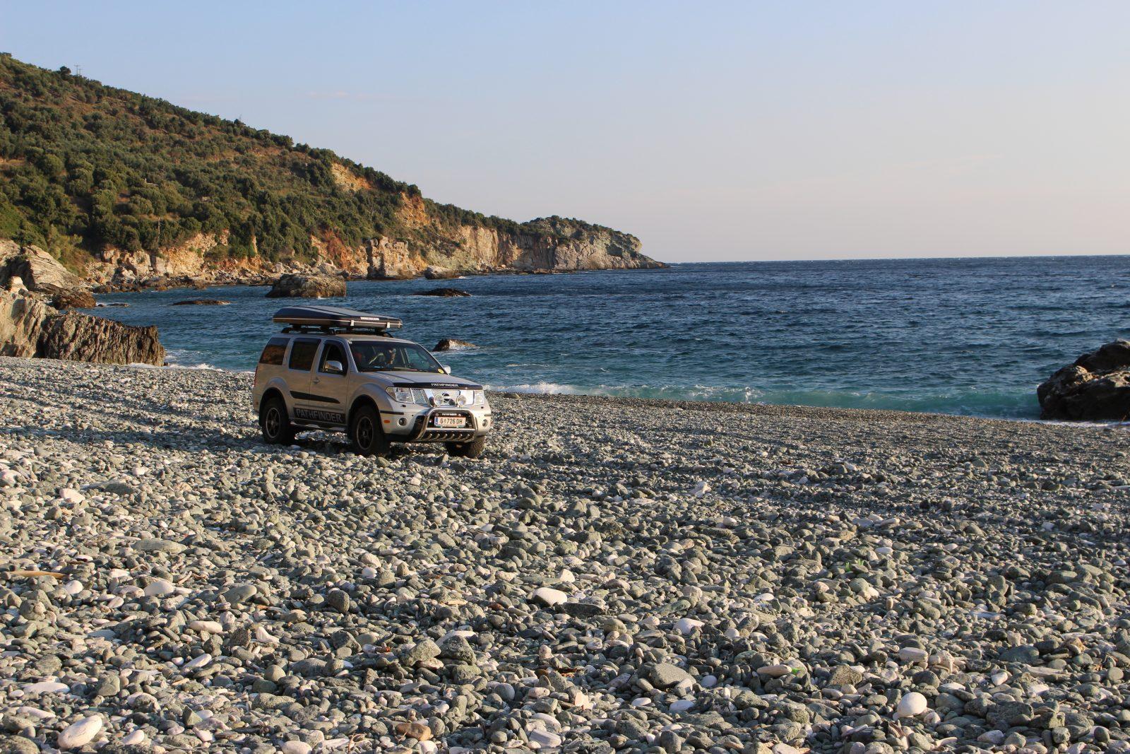 Luxuspoblem der richtigen Stellplatzsuche am einsamen Pantazi Ammos Beach.