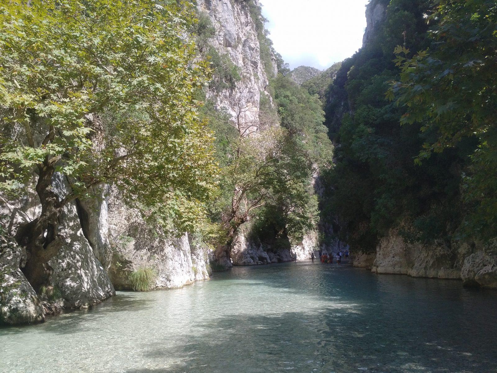Offroad in Griechenland - Kein Einstieg in die Unterwelt, sondern abenteuerliche Flusserkundung des Acheron.