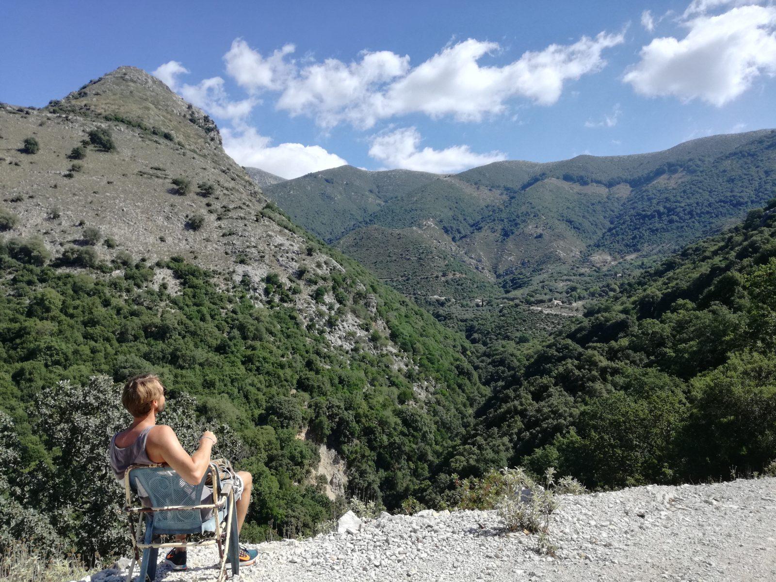 Offroad in Griechenland - Kurze Wanderpause in den souliotischen Bergen.
