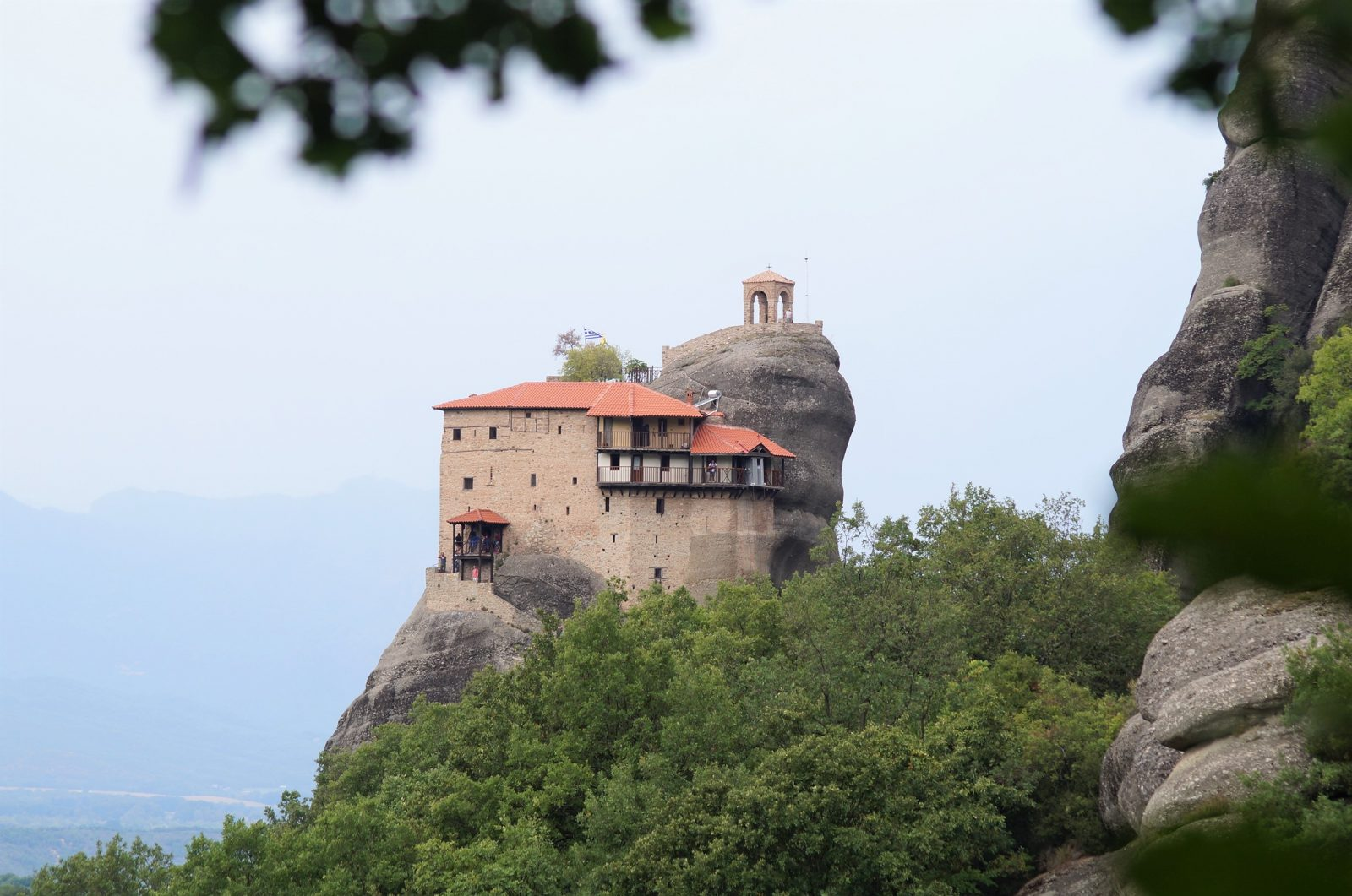 Offroad in Griechenland - Gut besuchte Postkartenmotive - die weltberühmten Meteora-Klöster.