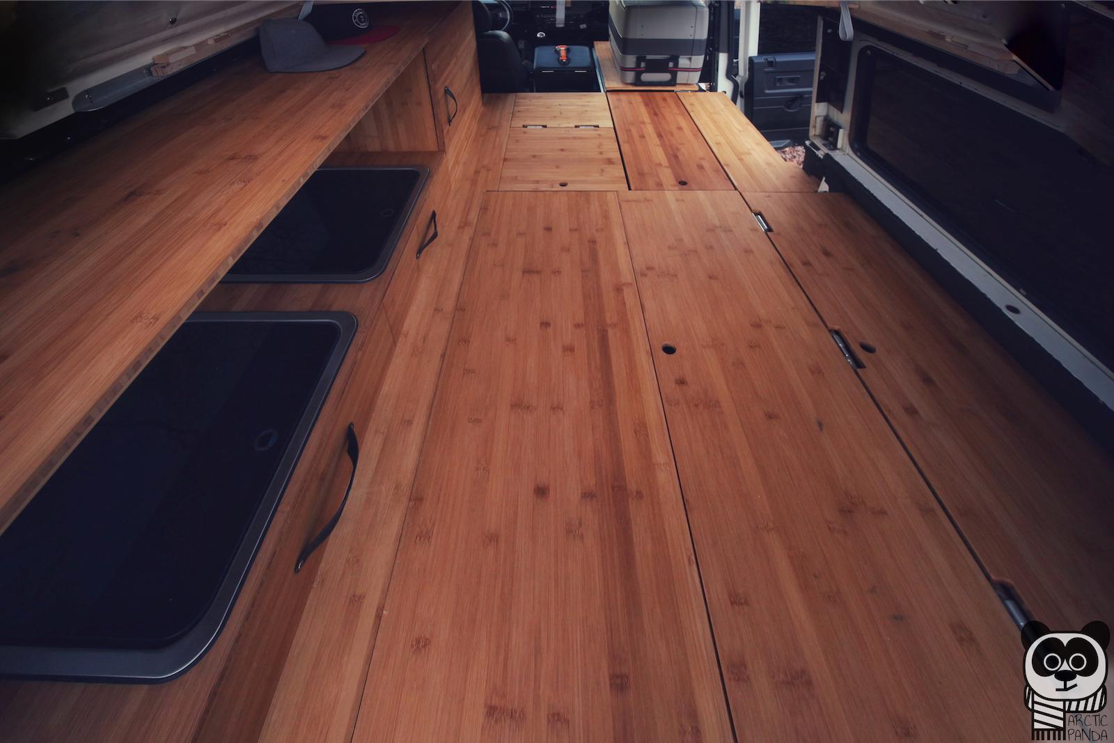 Der gesamte Möbelbau auf einem Blick - umgebaut zur Liegefläche.