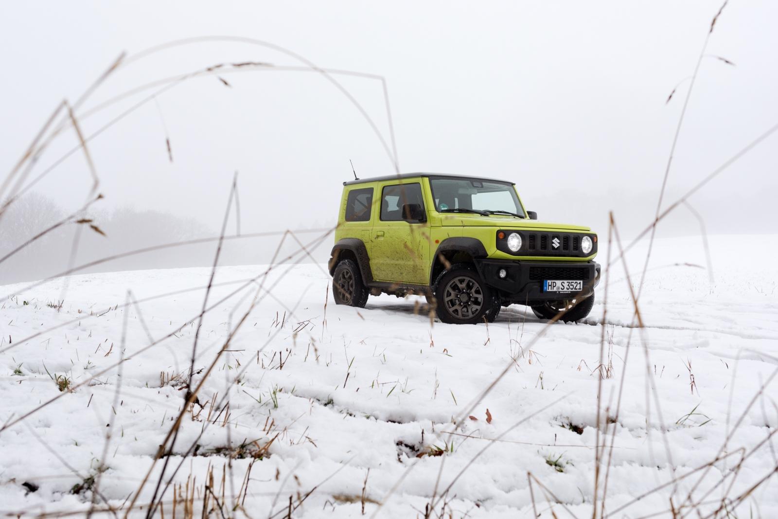 Suzuki Jimny GJ - Den findet man auch im Schnee schnell wieder.