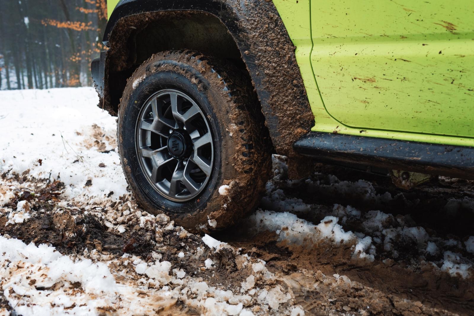Suzuki Jimny GJ - Die normalen Winterreifen waren überfordert.