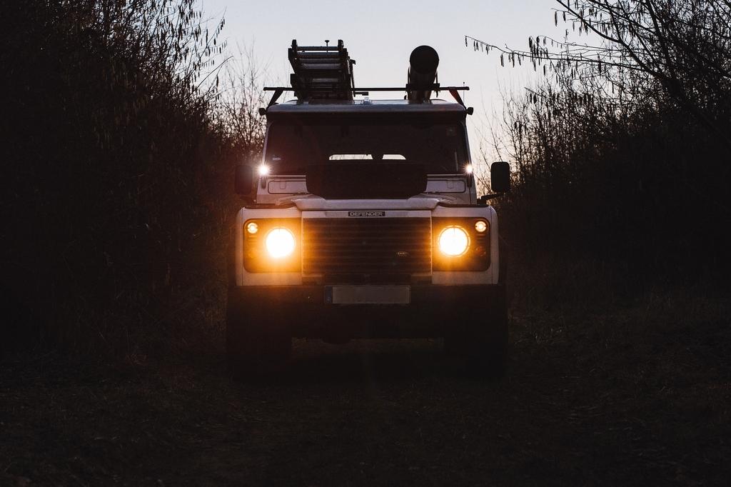 Scheibenrahmenhalter-LED-Lampen Offroad-Monkeys - Ungewöhnlicher Anblick.