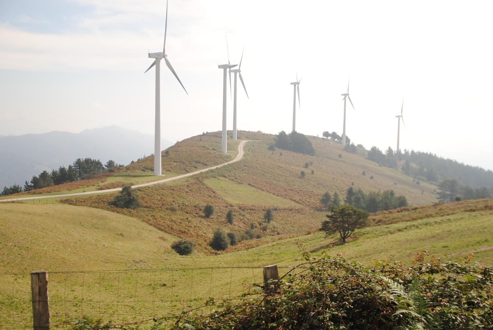 Den Windparks verdanken wir nicht nur sauberen Strom, sondern auch zahlreiche Pisten.