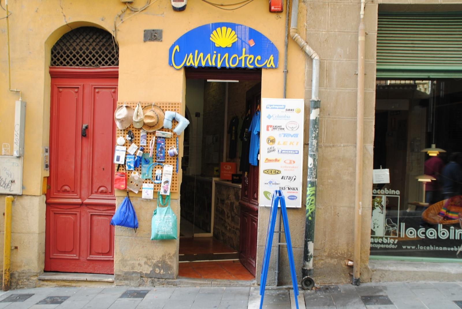 Alle Wege führen nach Rom- oder nach Santiago de Compostella. Hier gibt es sogar einen Laden der sich auf die Pilger spezialisiert hat.