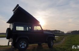 Das Ex-Tec Land Rover Defender 90 Hubdach.