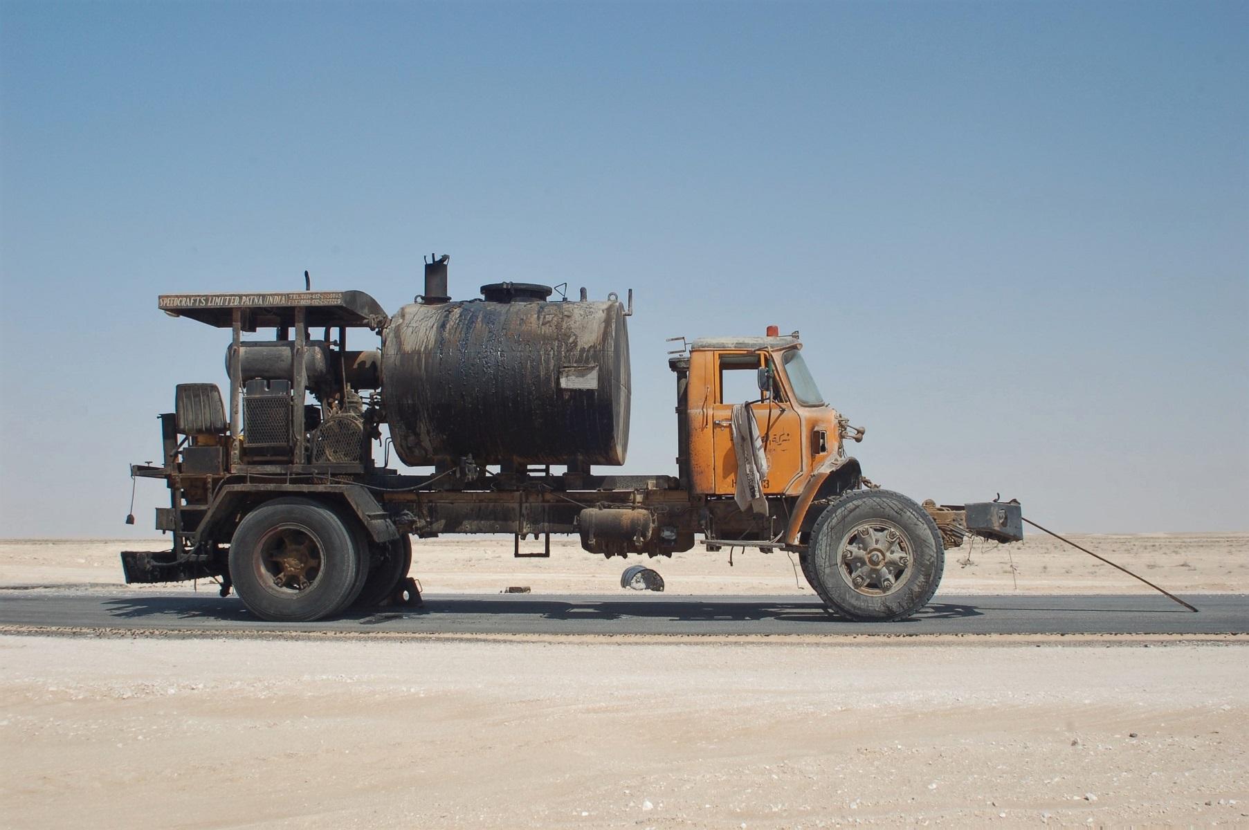 Ein alter Hino LKW, sein Tacho ist weit nach 900.000 km stehen geblieben.