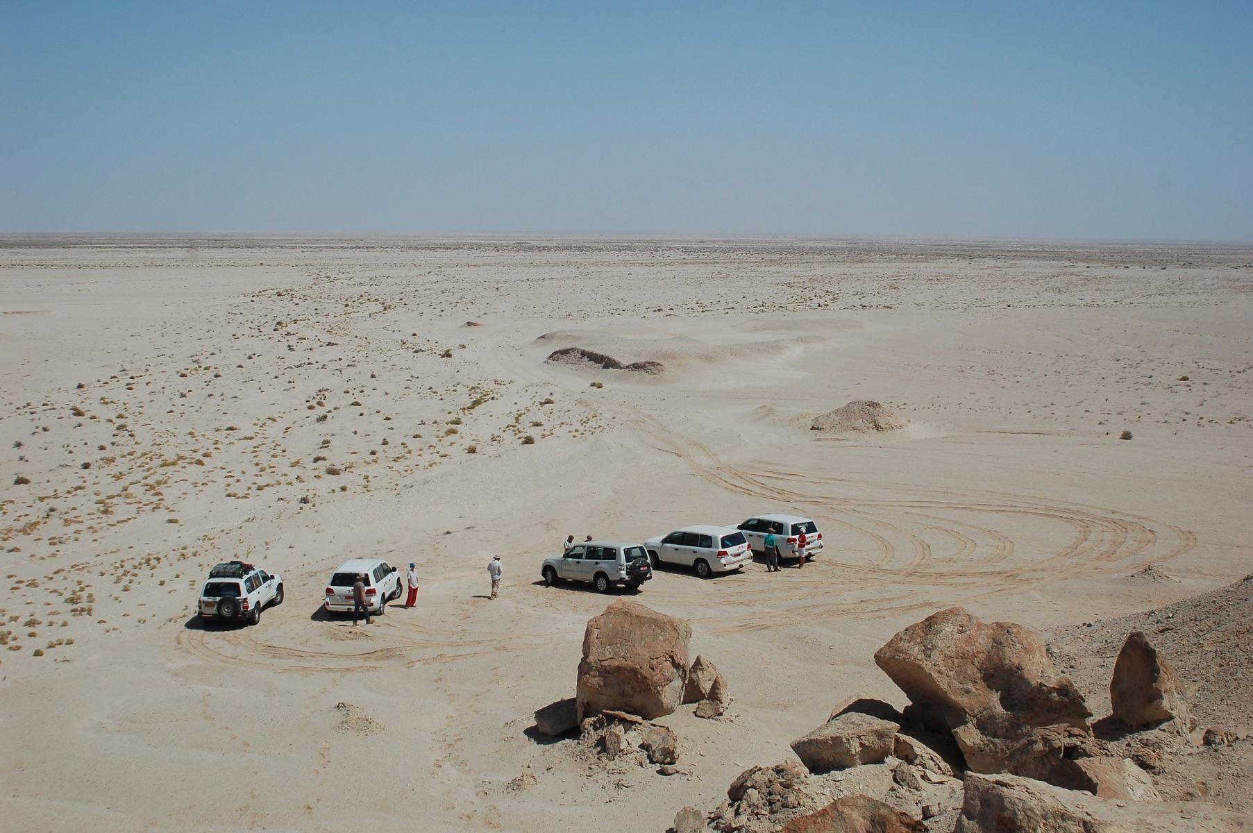 Oman - Ein weiterer Übernachtungsplatz. Das Landesinnere ist karg und wüstenähnlich, Windschutz findet man aber selten.