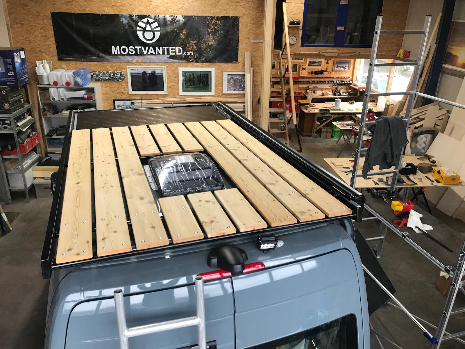 Mostvanted Dachträger mit Holzterrasse