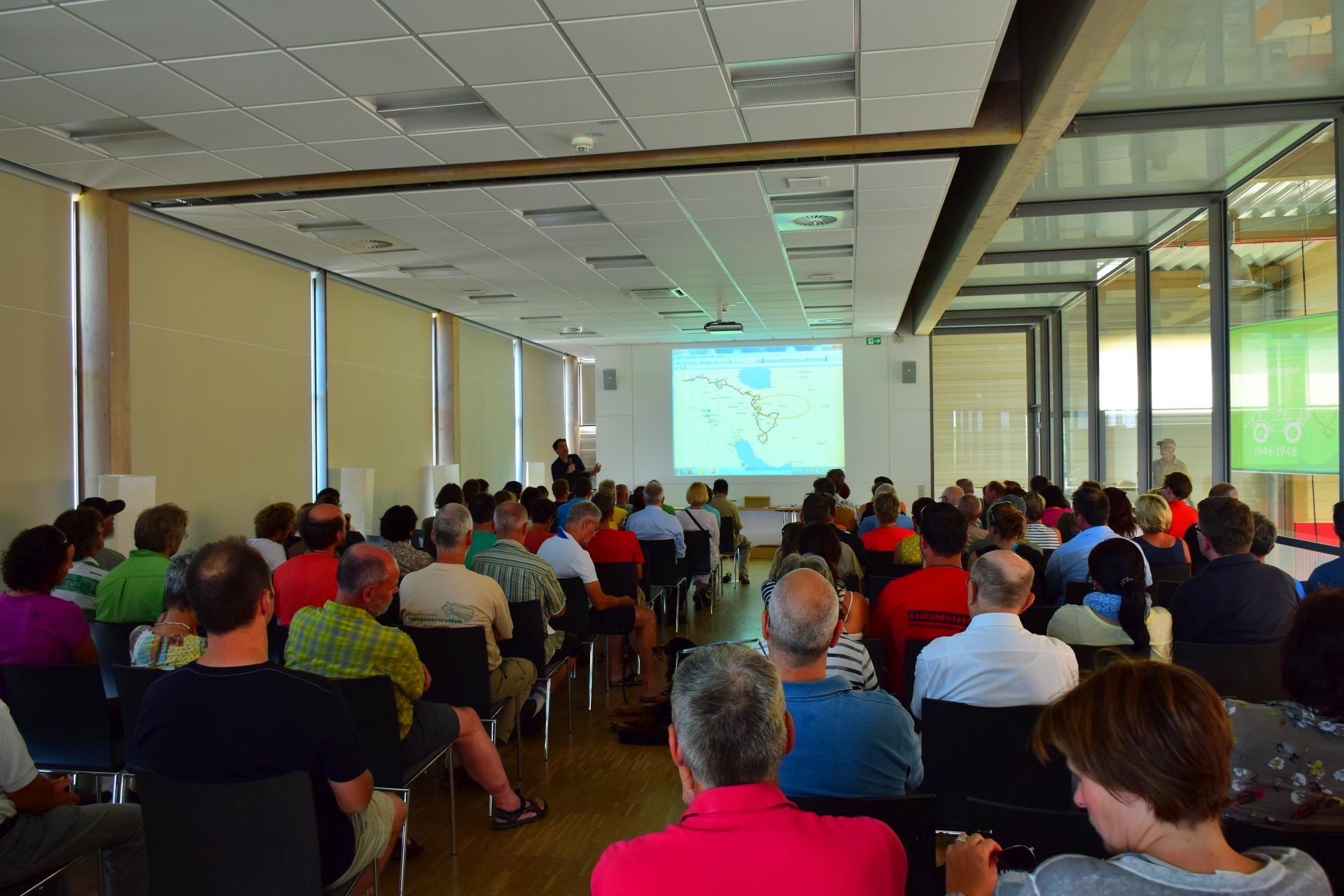 7. Weltenbummlertreffen in Gaggenau - Randvoll: zahlreiche Zuhörer im Vortragssaal bei den interessanten Vorträgen.