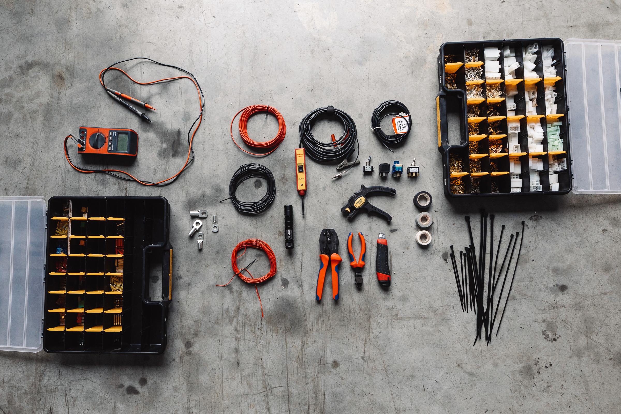 Sinnvolles Werkzeug auf Reisen - Zunehmend wichtig: Elektro-Werkzeug und Material.