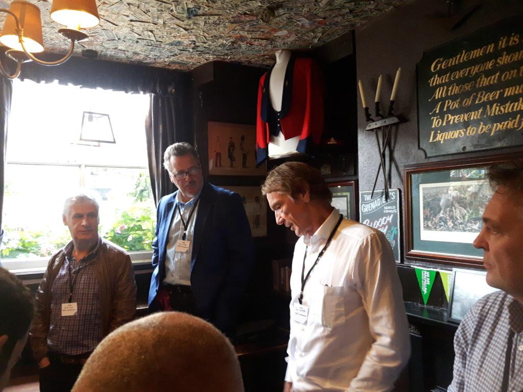 Grenadier - Jim Ratcliffe spricht zur Presse im Grenadier Pub, London über den Brexit.