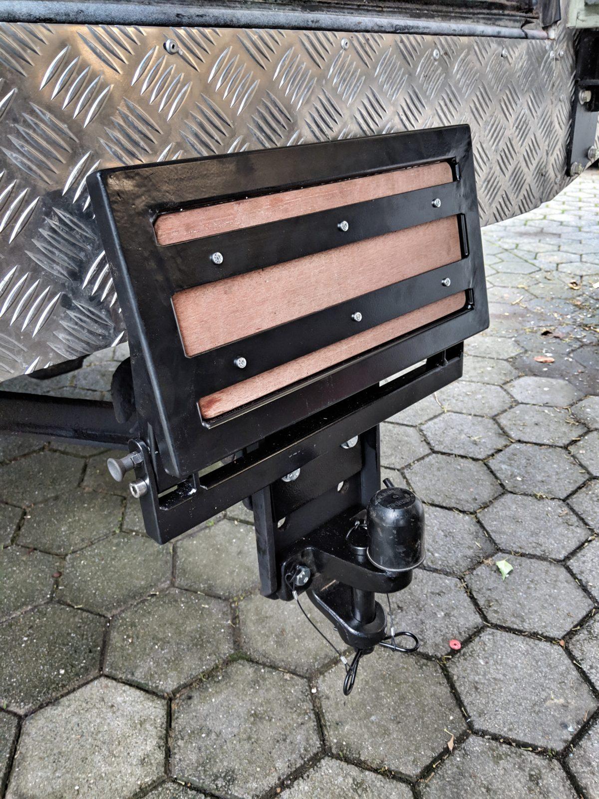 Fahrzegausbau Willibald - Anhängerkupplung mit Trittstufe.