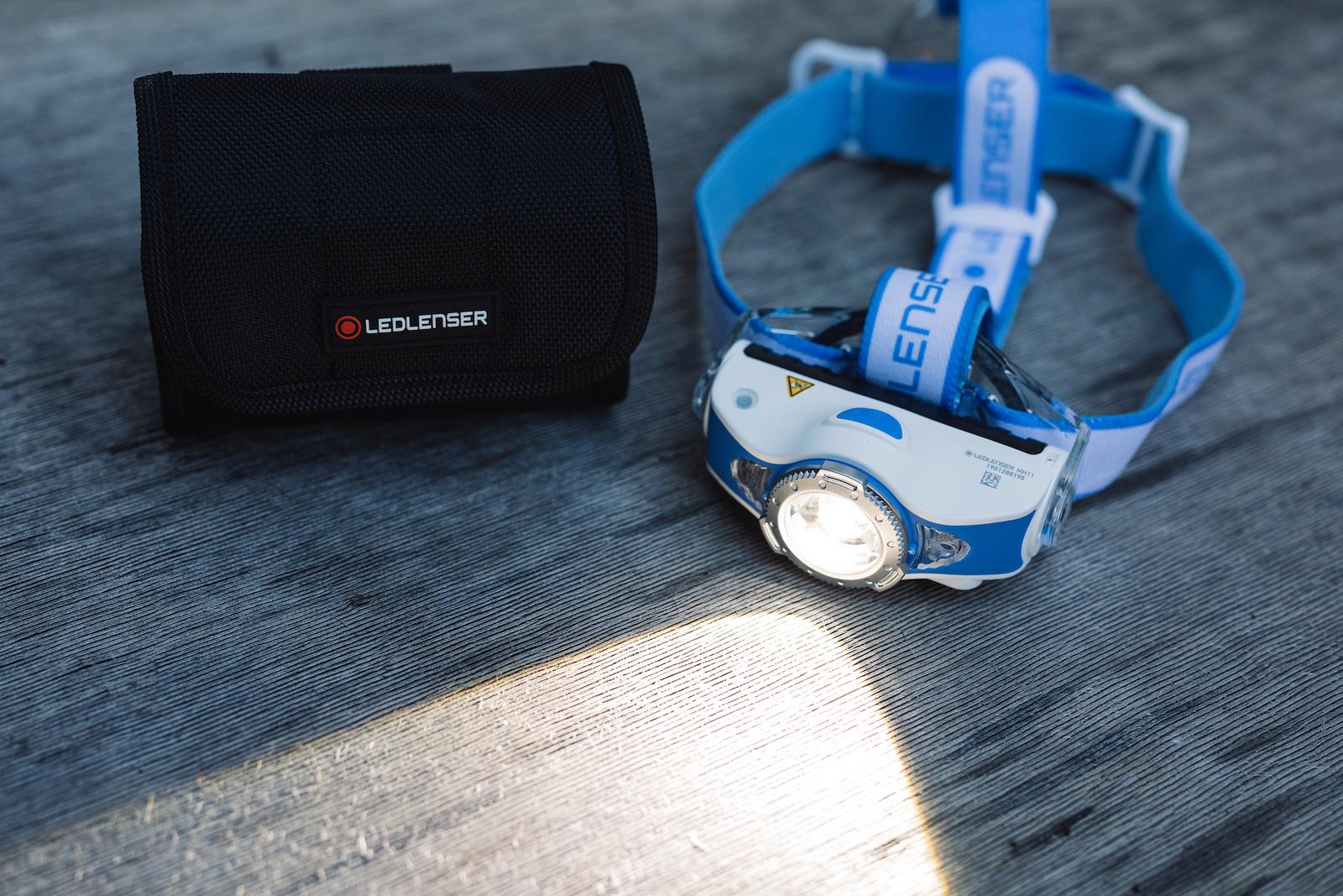 Ausrüstung für Offroad-Reisen - Ledlenser MH11 Stirnlampe mit App