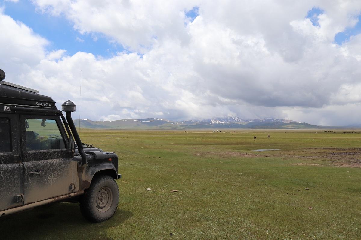 Kirgisien - Ein paar Nomaden haben ihr Jurten aufgeschlagen.