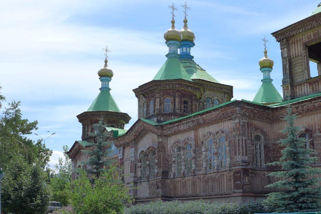 Kirgisien - Hölzerne orthodoxe Kirche in Karakol.