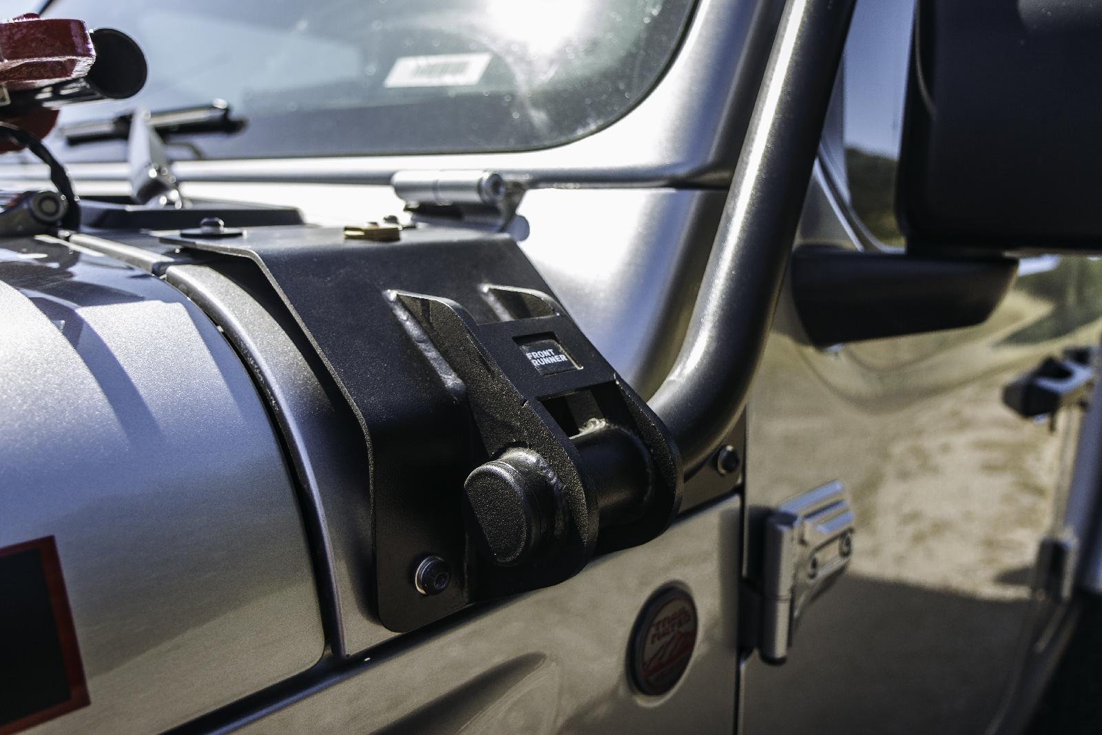 Front Runner Dachgepäckträger Jeep Wrangler JLU - Die Last stützt sich auf der Karosse ab, nicht nur auf dem Dach.