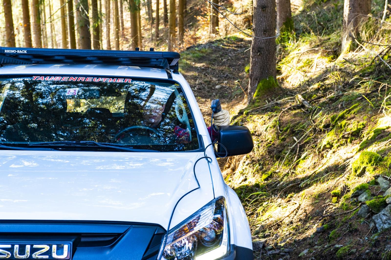 F Taubenreuther Isuzu D-MAX - Vom sicheren Platz aus die Fernbedienung nutzen.