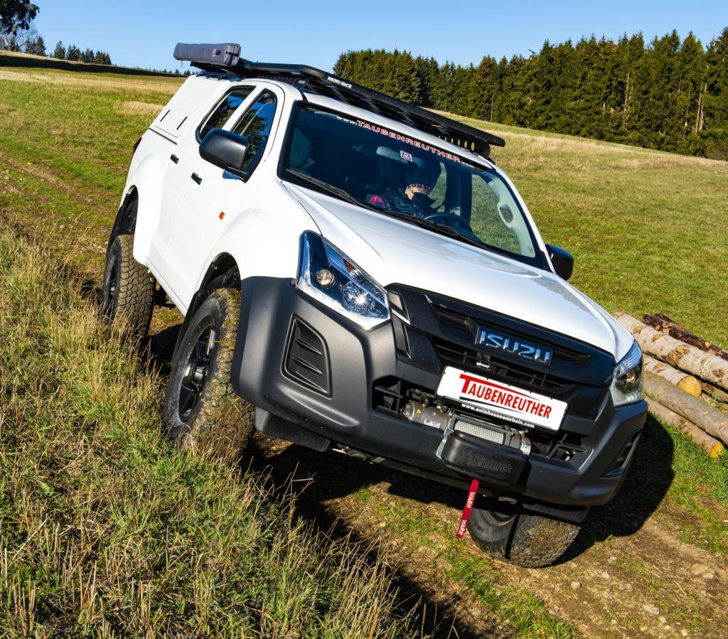 F Taubenreuther Isuzu D-MAX - Mit dem neuen OME-Fahrwerk fährt sich der D-Max nicht nur komfortabler, sondern verschränkt auch ordentlich.