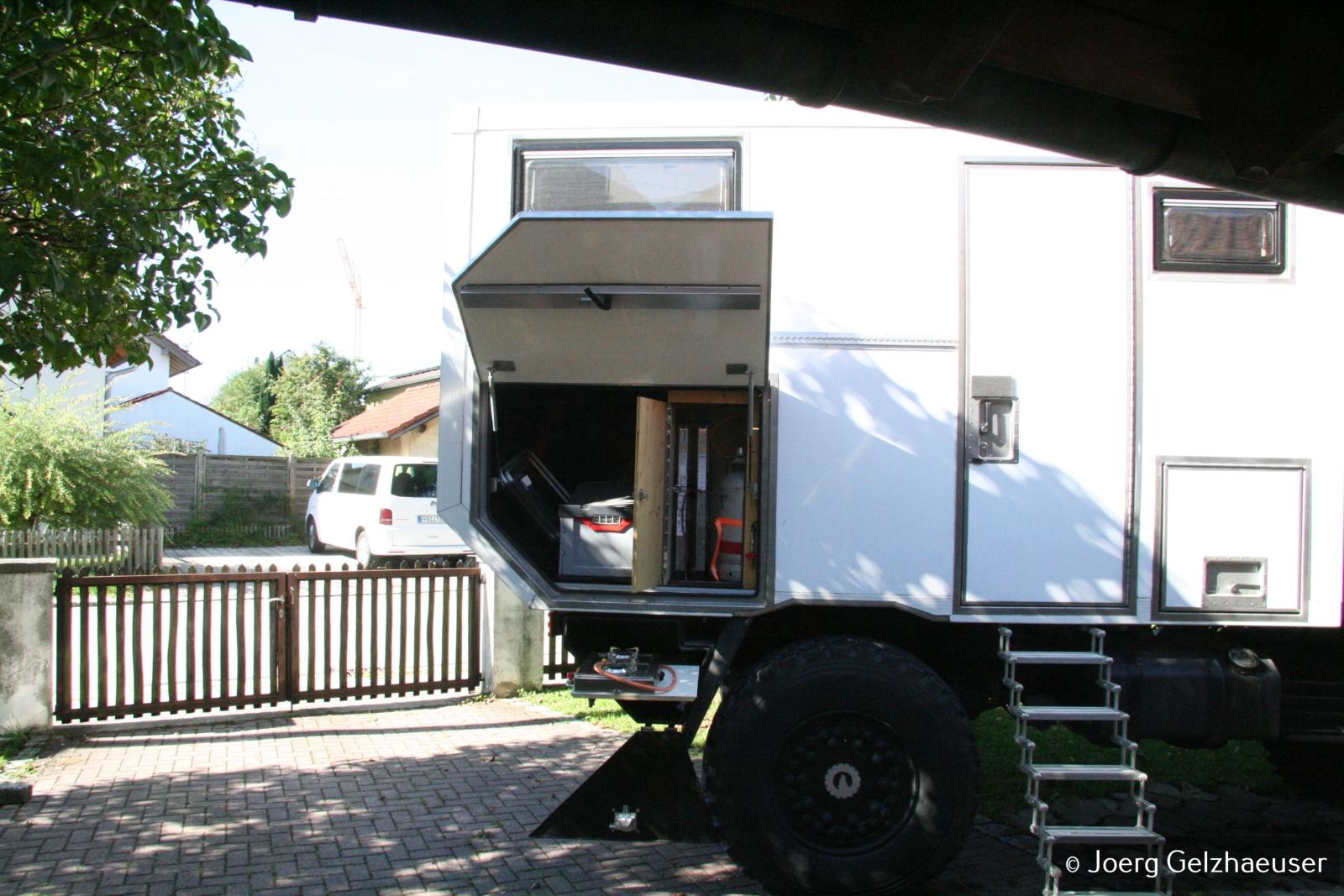 Unimog - Das universelle Motor-(Fernreise)-Gerät - Gaskasten und Heckstauraum.