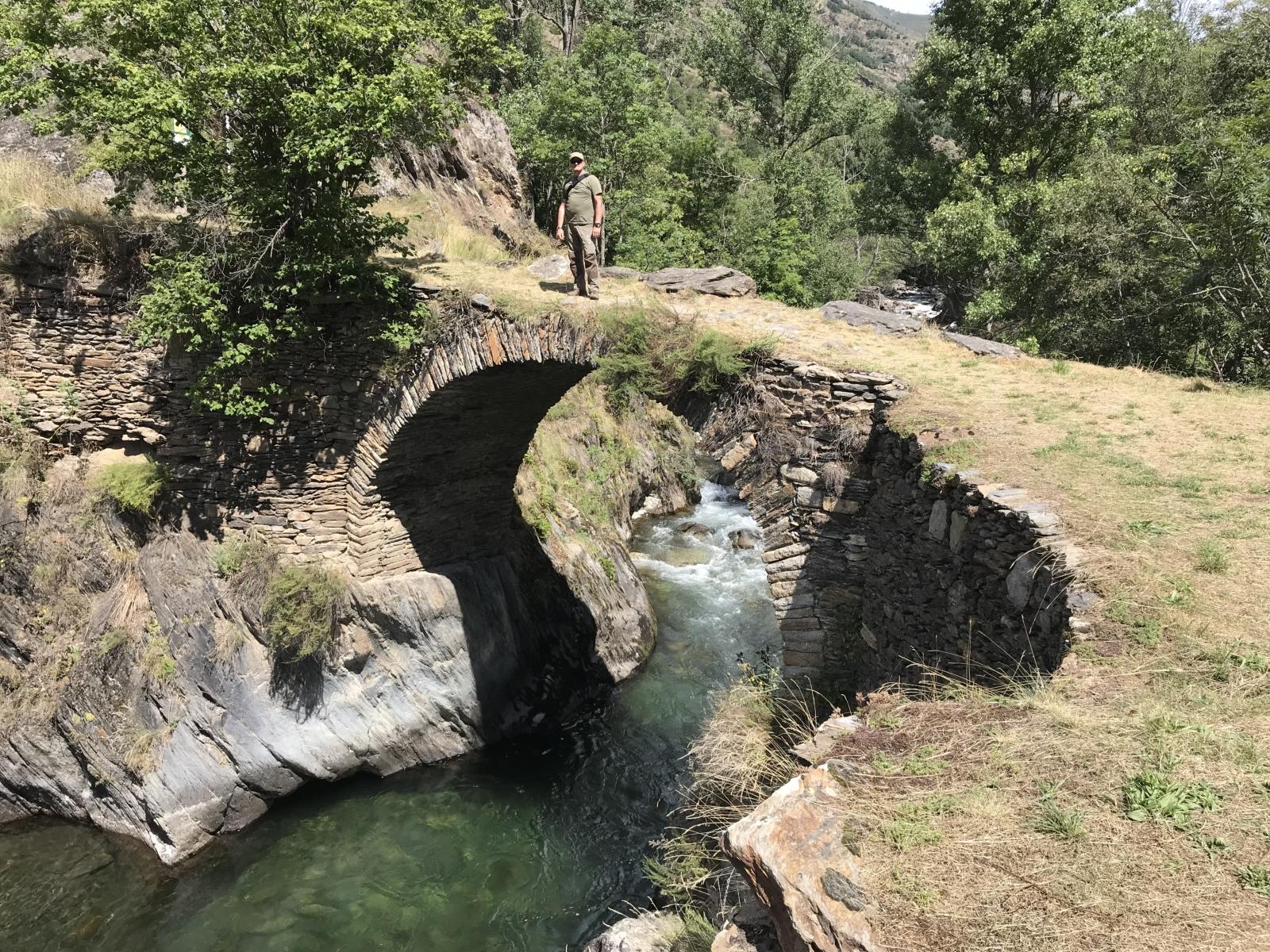 Willst Du Àrreu sehen, musst Du über diese Brücke gehen (und brauchst keine drei Fragen beantworten).