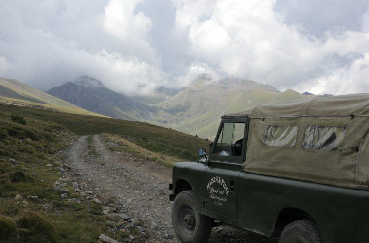 Im Oldtimer offroad durch die Pyrenäen - - Titelbild