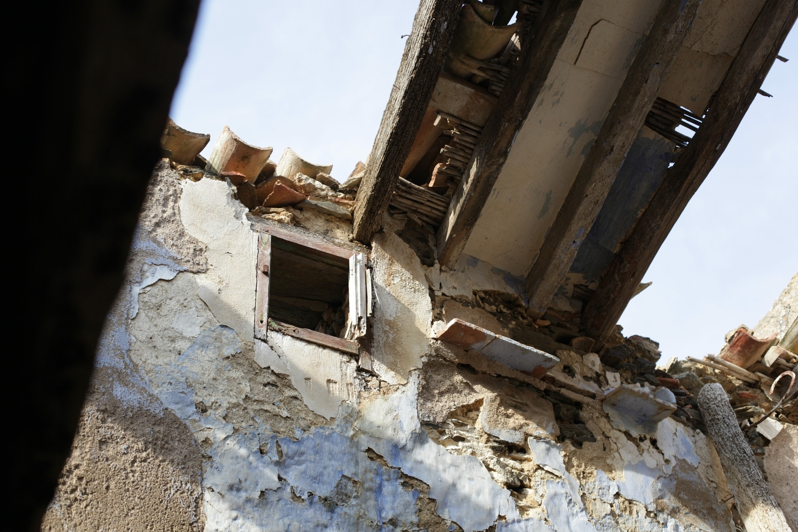 Was vom Dach geblieben ist.