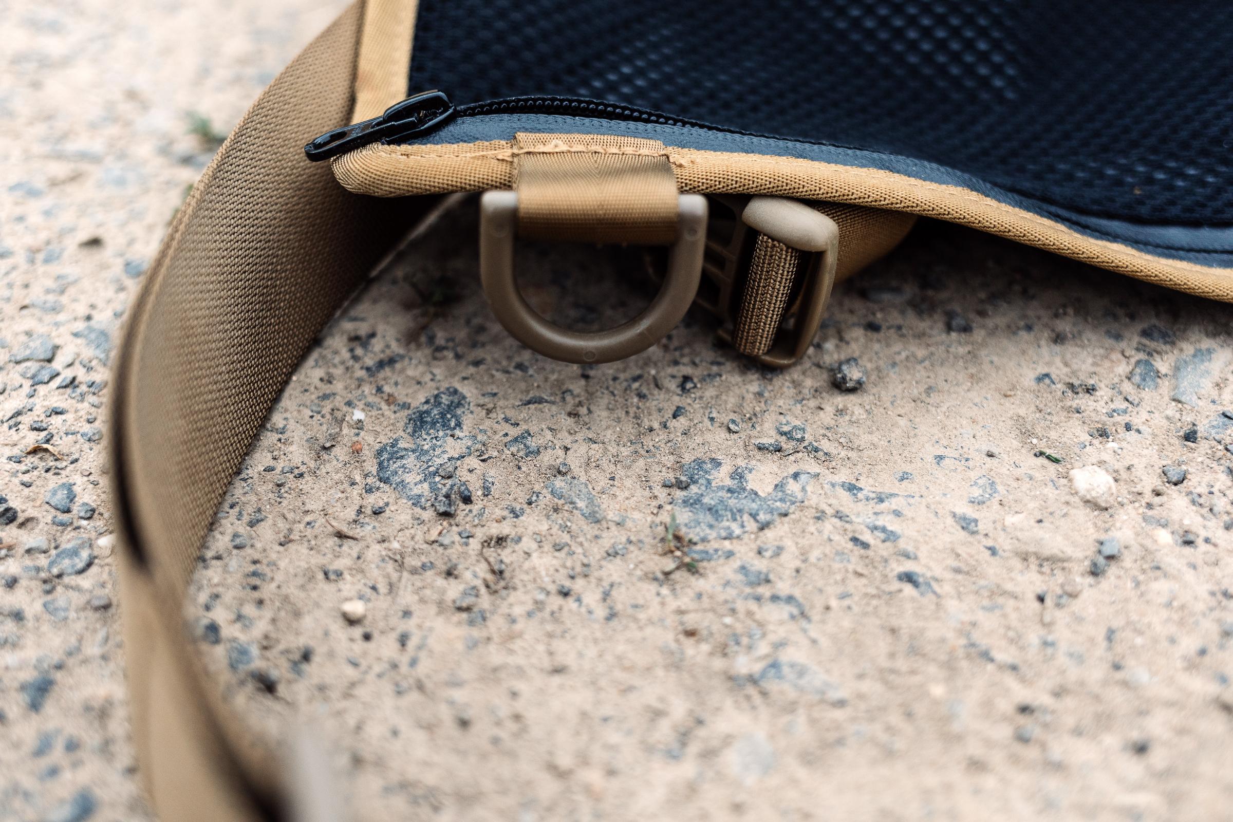 Werkzeugtasche Tool-Roll von Nakatanenga - Stabile Ösen zum Verschließen und für den Tragegurt.