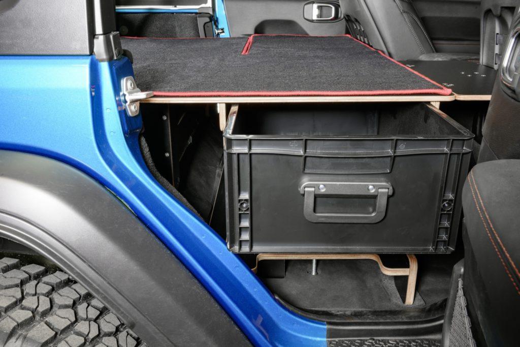 Jeep JL Unlimited Schlafausbau - Das Bergematerial ist leicht erreichbar.