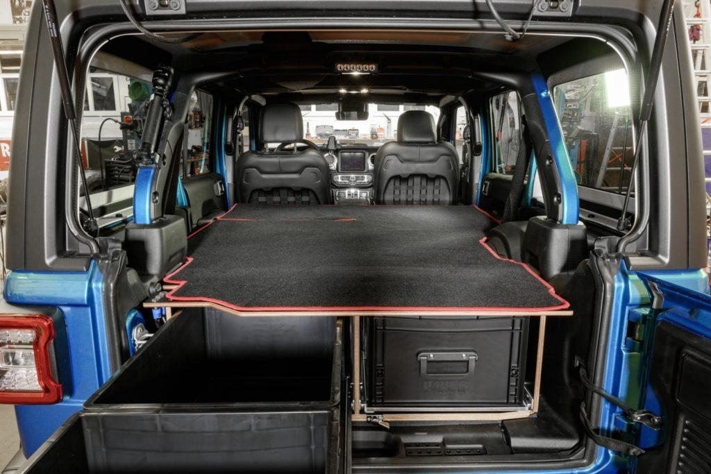 Nimmt viel Material und Zubehör auf - Der Schlafausbau für den Jeep Wrangler JL Unlimited.